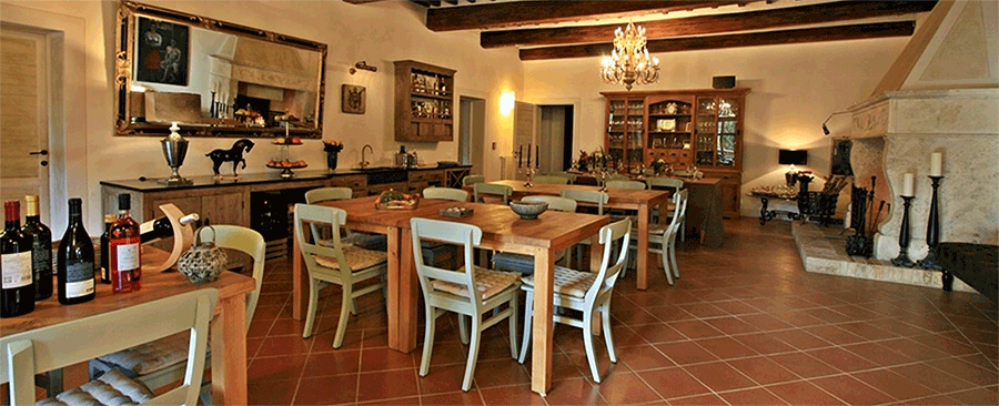 dining room at Cugnanello Tuscany